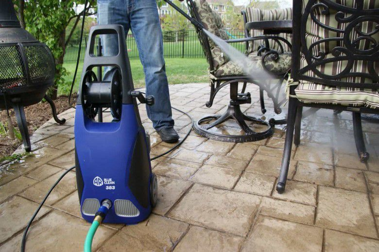 Clean Your Floor With An Power Washer